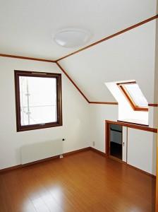 スウェーデンハウスの住宅で深みのある窓