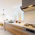システムキッチンはガスコンロを採用。